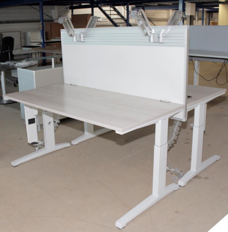 2 x Schreibtisch AKTIVA von Steelcase, Trennwand, Monitor-Halterung