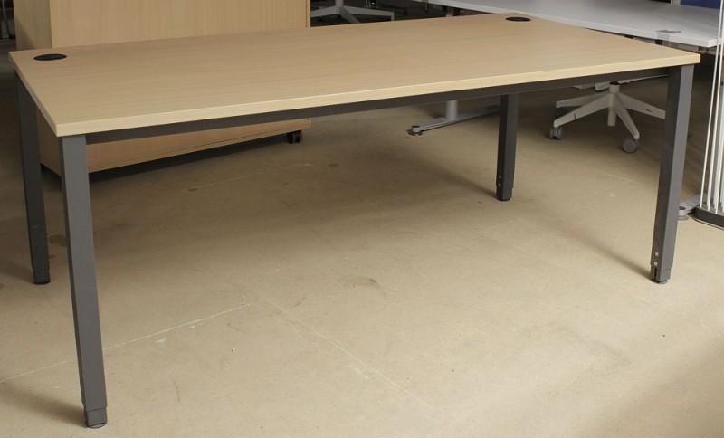 Schreibtisch von MBT / Kinnarps | Buche